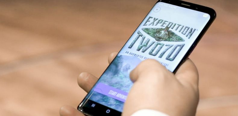 Smartphone-based augmented reality showcase